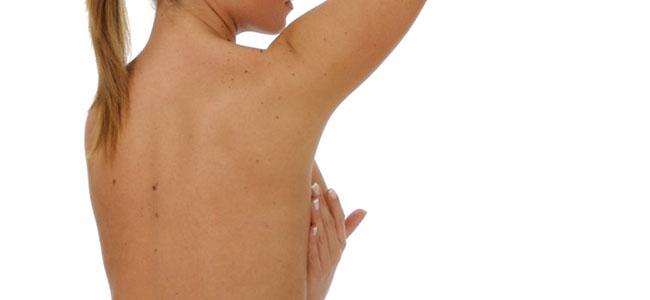 El autoexamen mamario ayuda a detectar precozmente el cáncer de mama