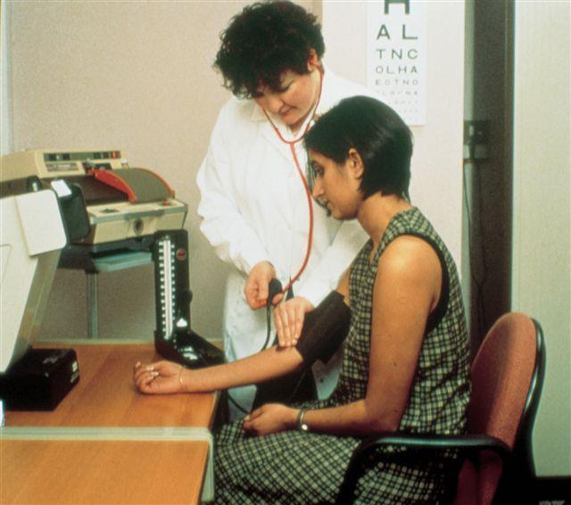 Tomando la presión arterial