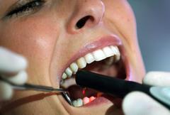 Visitar al dentista dos veces al año pueden ayudar a mantener sanos los dientes