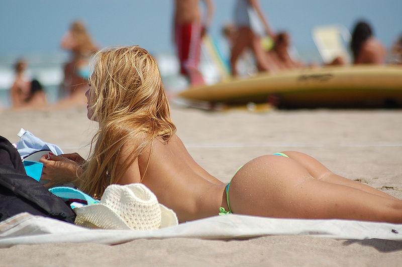 El melanoma se detecta con mayor frecuencia en la espalda y las piernas