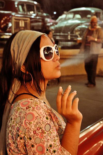 Fumar antes de la menopausia y de dar a luz aumentaria el riesgo de cáncer de mama
