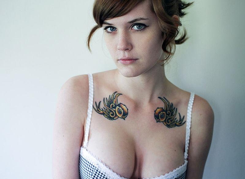 Los tatuajes pueden transmitir infecciones.