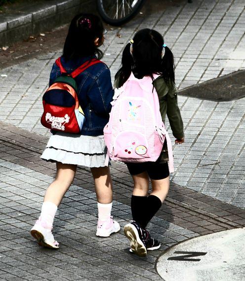 El 42% de los menores de once años sufre de dolores de espalda.