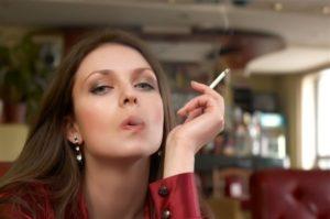 Hay personas, sobre todo mujeres, que se niegan a dejar de fumar por temor a engordar