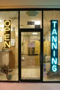 El uso de salas de bronceado es una de las causas potenciales del desarrollo de esta variante agresiva de cáncer de piel