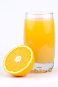Los investigadores recomiendan manipular correctamente las naranjas, limpiar bien las máquinas expendedoras y servir el jugo en el momento