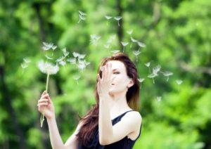 La alergia es una afección causada por mecanismos de hipersensibilidad.