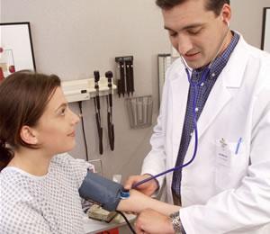 La HTA puede inducir, a largo plazo, a enfermedad renal terminal